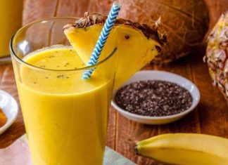 Pineapple Smoothie With Turmeric